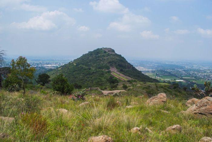 Widok na wzgórze Tetzcotzinco (zdjęcia zrobione ze wzgórza Metecatl). Fot. D. Prusaczyk