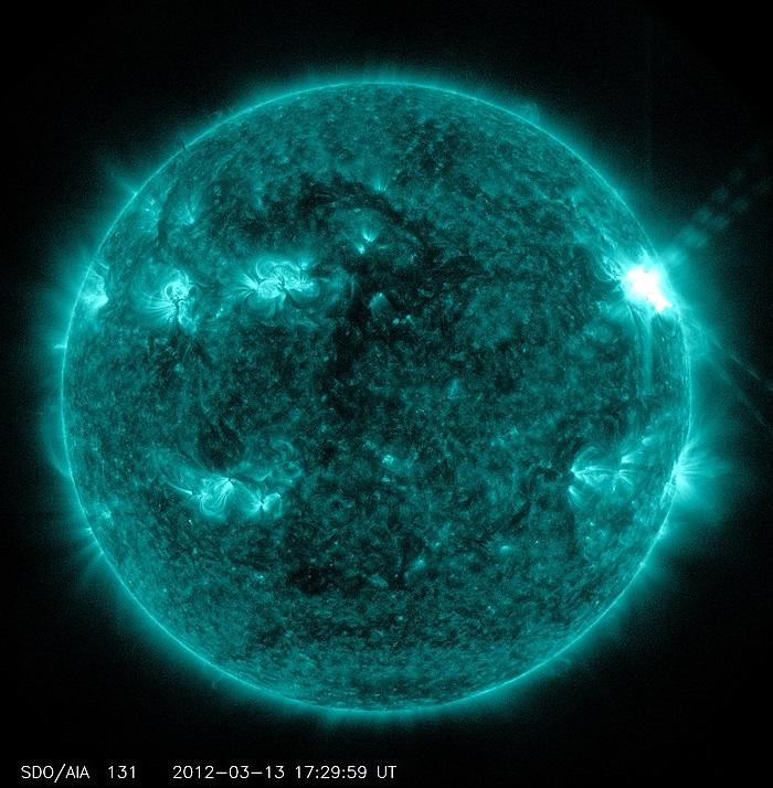 Rozbłysk na Słońcu może wywołać burzę geomagnetyczną
