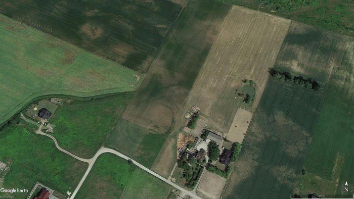 Rondel w m. Łysomice widoczny na ortofotomapie (oprac. M. Sosnowski, źródło Google Earth).