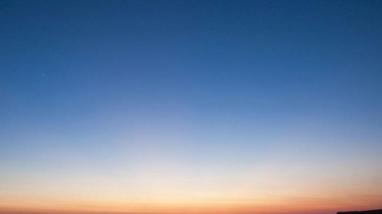 fd75df92ce Niebo w październiku